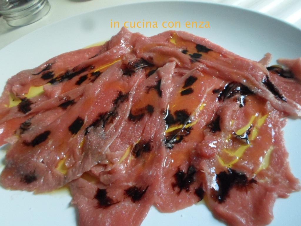 Carpaccio di cavallo con aceto balsamico – In cucina con Enza